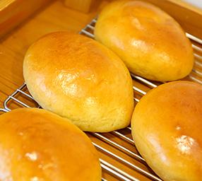 自家炊きカスタードクリームパン